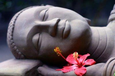 buddha-smiling-lying-down